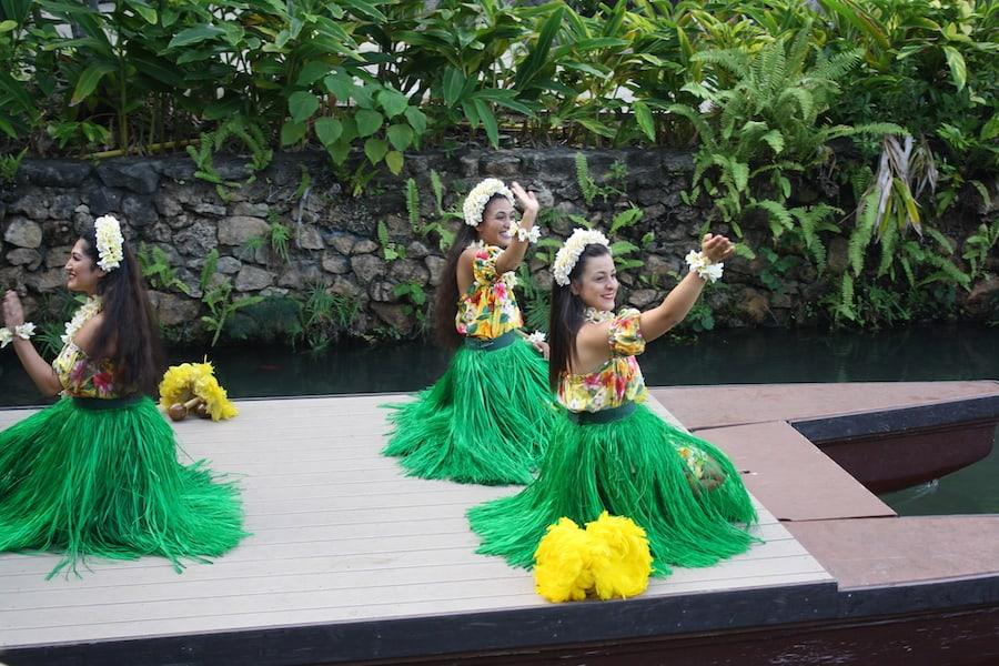 polynesian cultural center canoe show